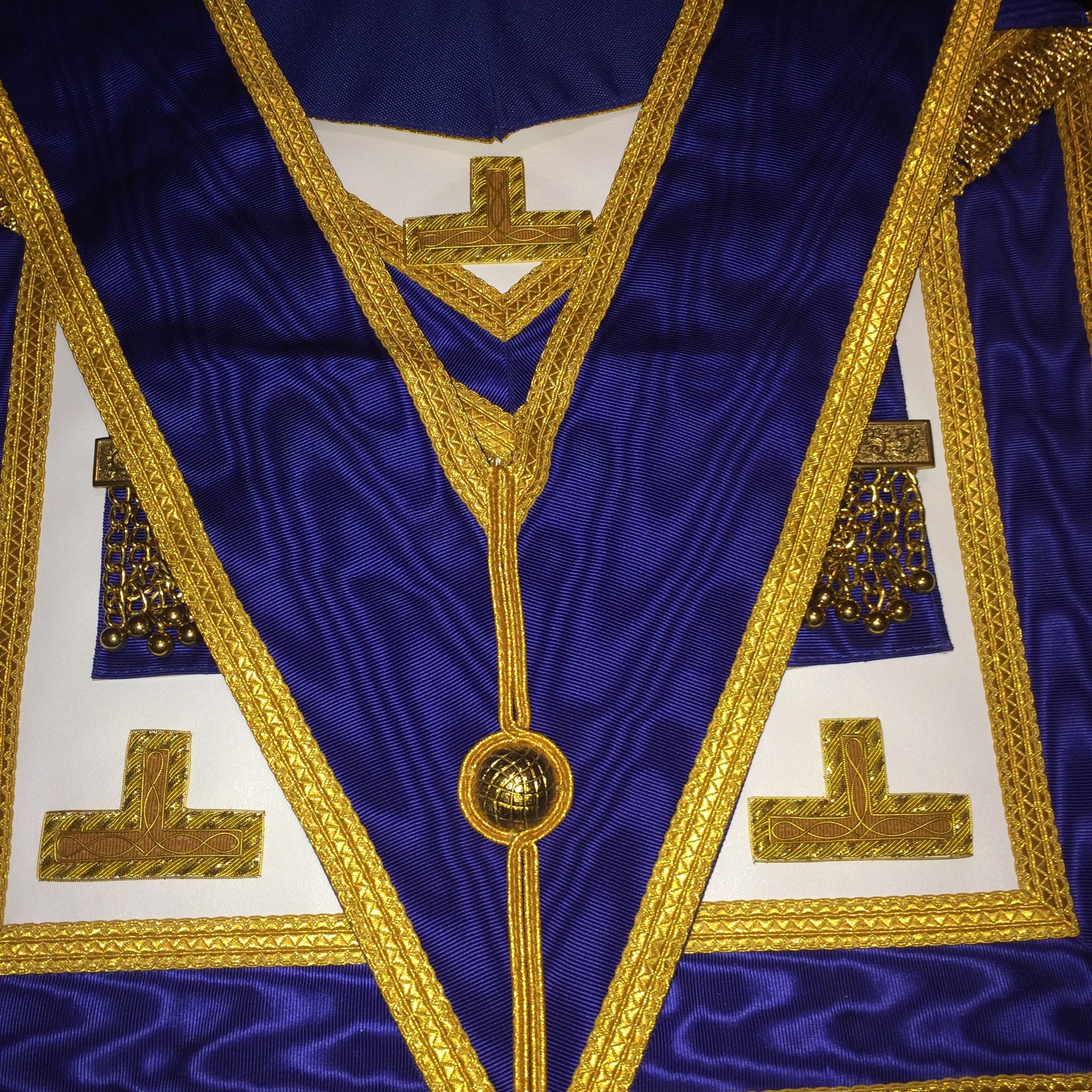 Provincial Apron & Collar